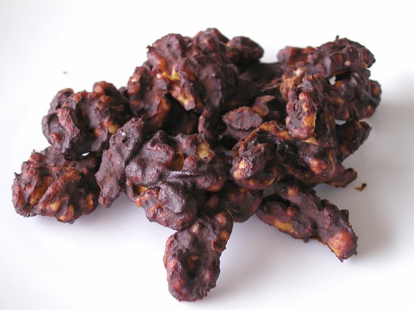 Raw snack - chocolate walnuts