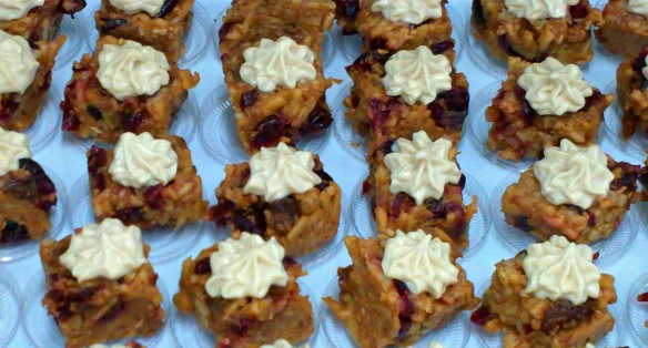 individual raw apple cake bites